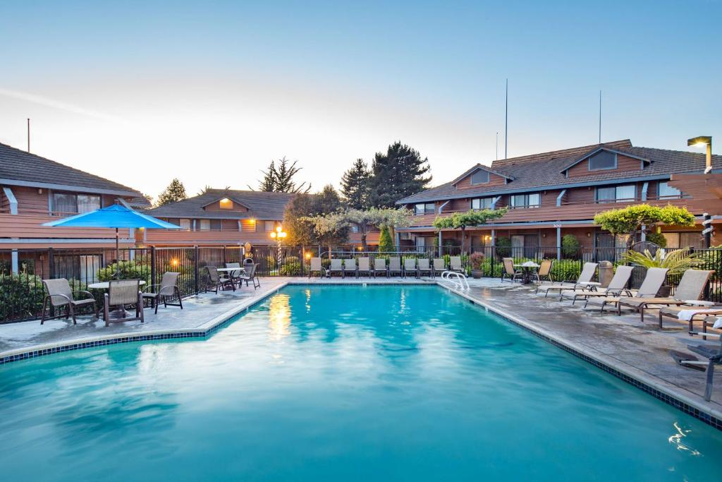 The swimming pool at or near Best Western Seacliff Inn