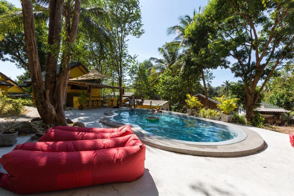 Der Swimmingpool an oder in der Nähe von Coconut Garden