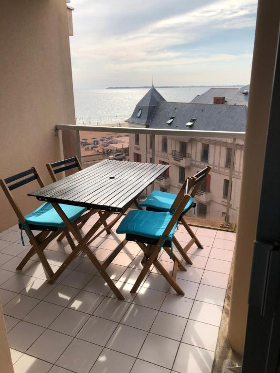 A balcony or terrace at LES CEDRES, Résidence LES OCEANES