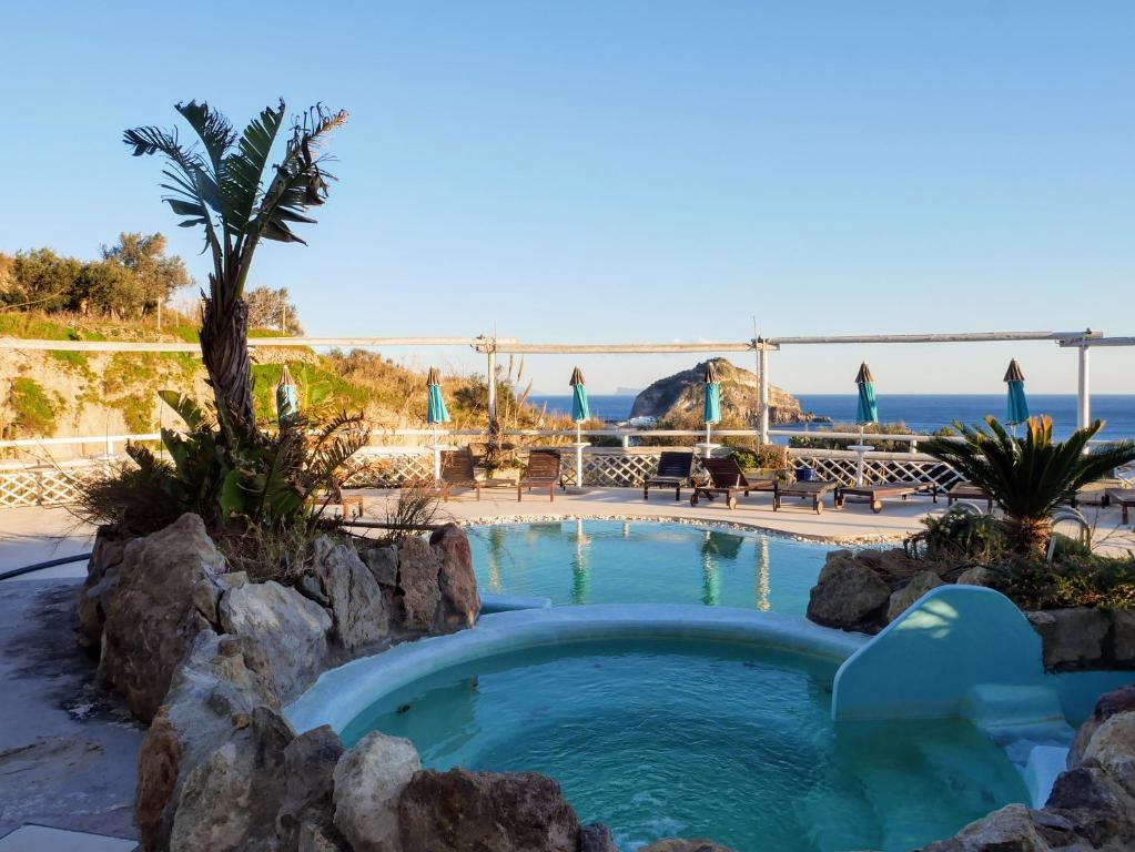 A view of the pool at Hotel Torre Sant'Angelo or nearby