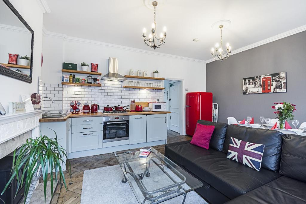 Cuisine ou kitchenette dans l'établissement YKP Apartments - Mornington Crescent