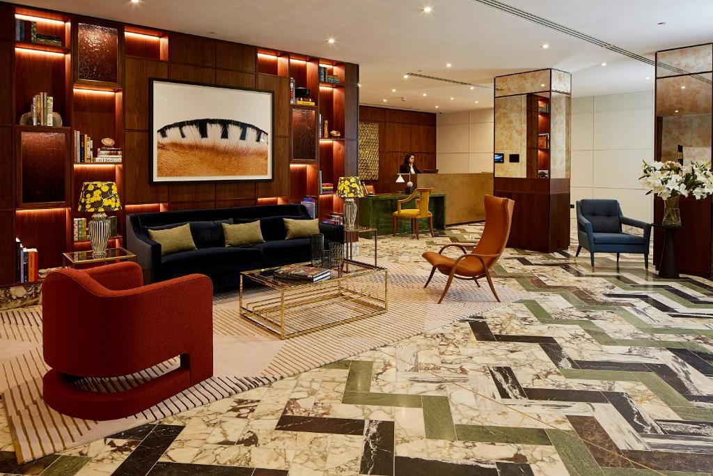 The lobby or reception area at Cheval Gloucester Park at Kensington