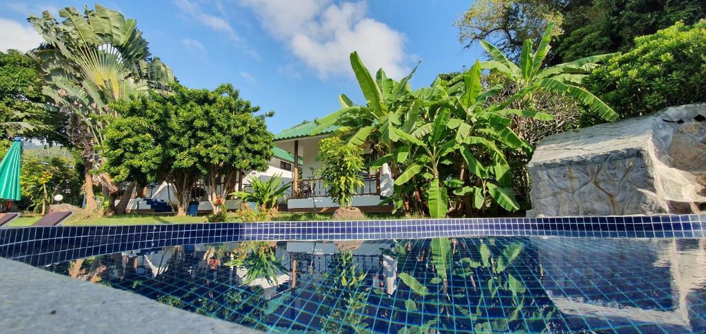 Der Swimmingpool an oder in der Nähe von Green Canyon Resort