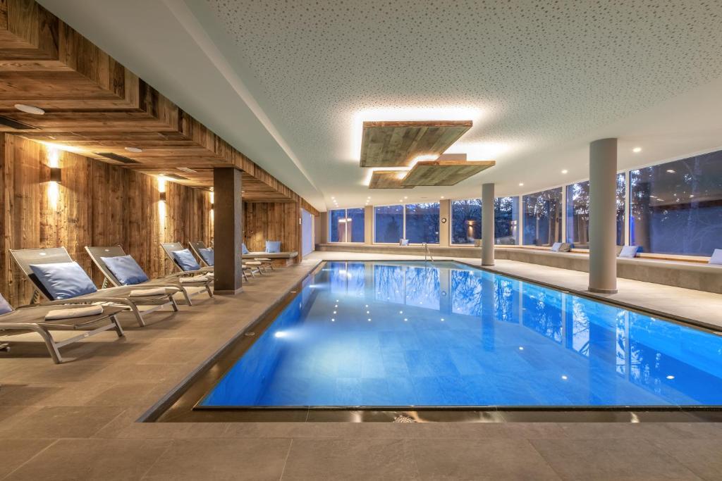 Der Swimmingpool an oder in der Nähe von Hotel Waldheim