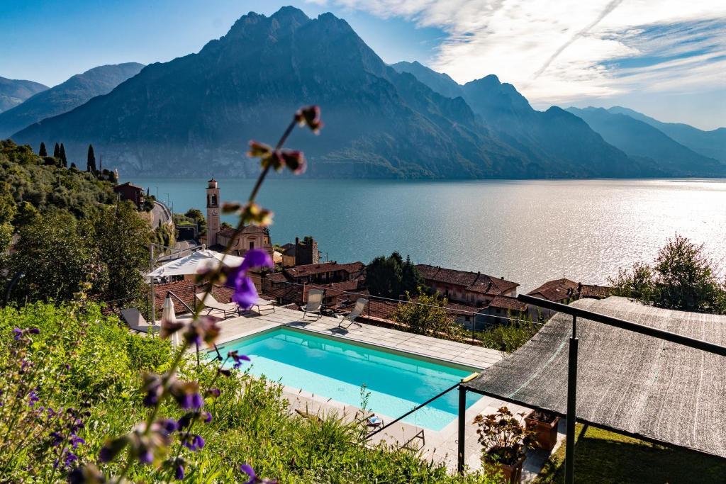 Вид на бассейн в IseoLakeRental - Vacanza Romantica или окрестностях