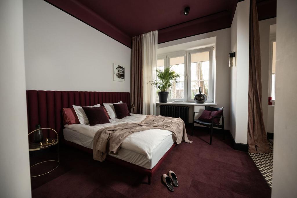Łóżko lub łóżka w pokoju w obiekcie ROOMTONES