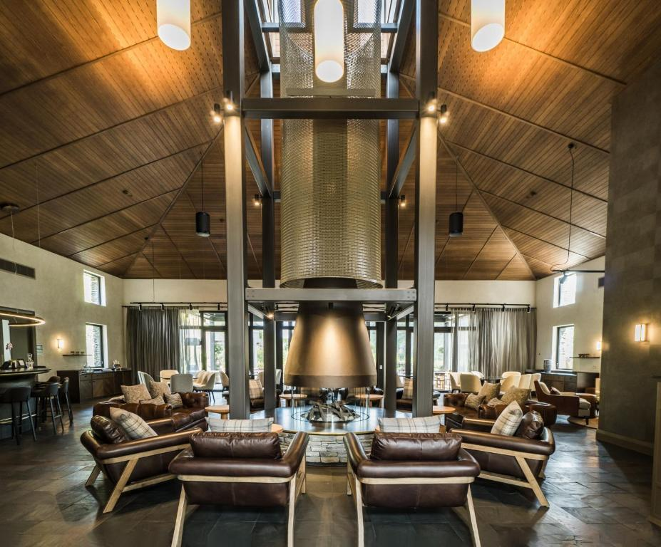 A restaurant or other place to eat at Gibbston Valley Lodge and Spa