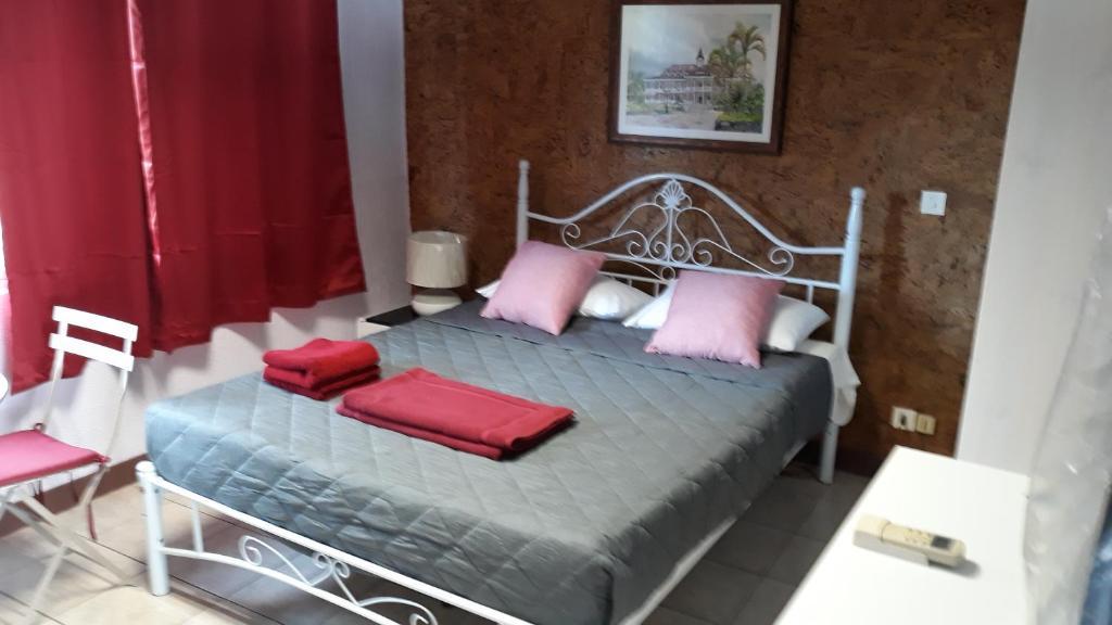Cama ou camas em um quarto em Studio TAHITI FAA'A