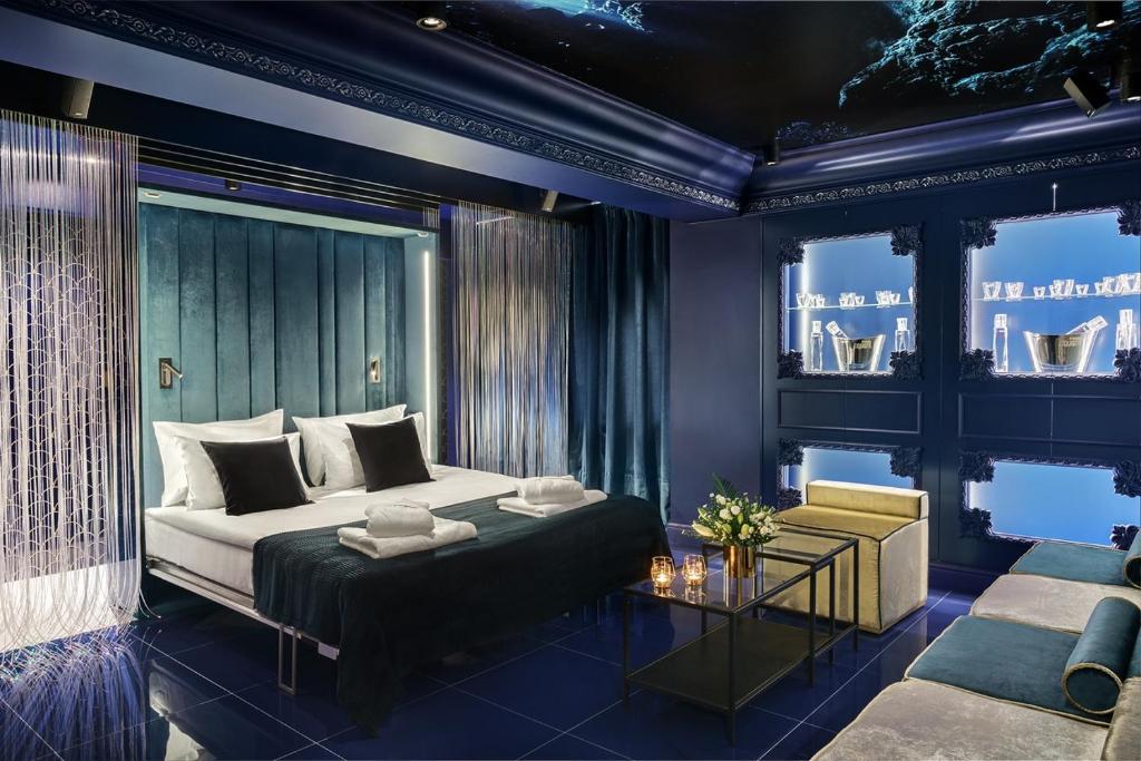 Łóżko lub łóżka w pokoju w obiekcie Sassy Suites