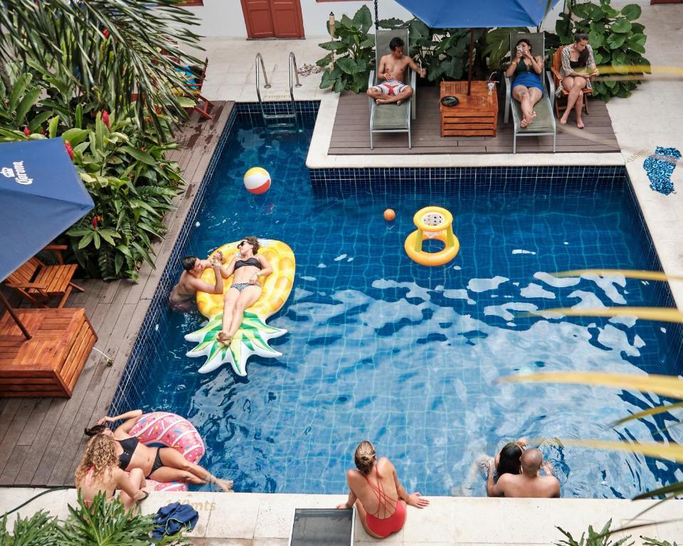 The swimming pool at or near La Vaina Cali