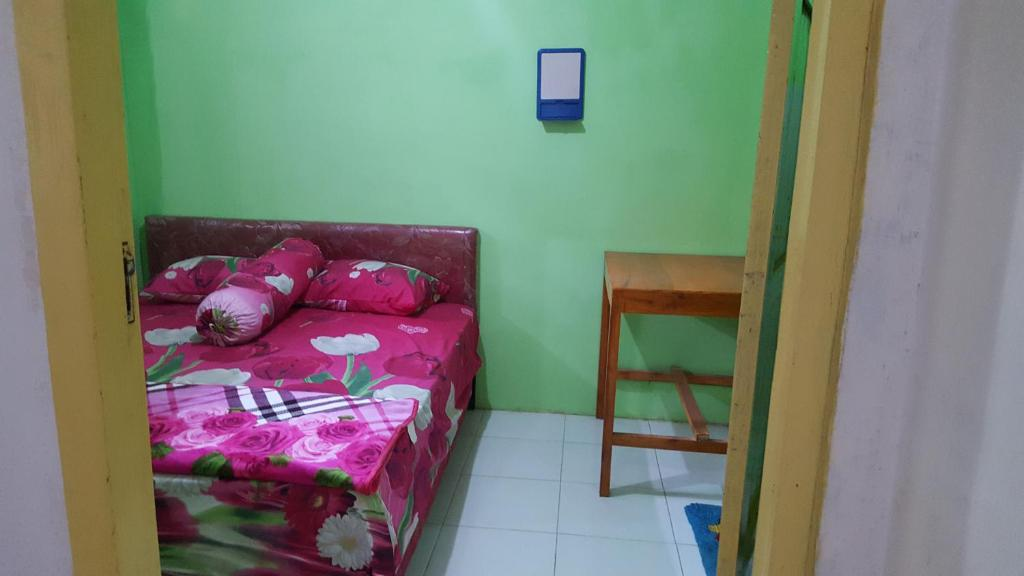 A bed or beds in a room at Ijen Crater Climb Base Camp