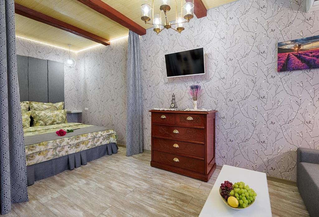 A bed or beds in a room at Домашние апартаменты Прованс
