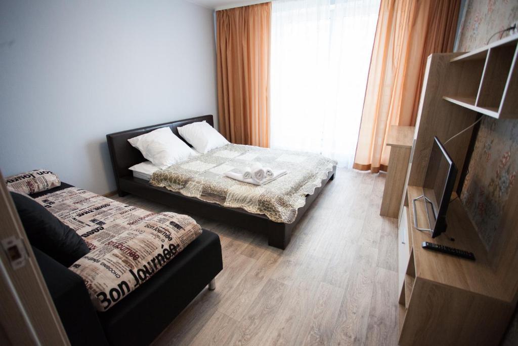 Кровать или кровати в номере 1 кв 50 лет Октября 57а (2) Новин