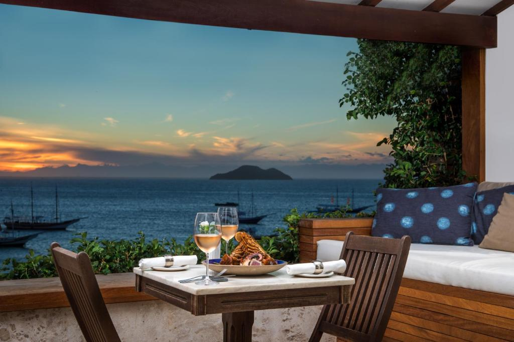 A restaurant or other place to eat at Casas Brancas Boutique Hotel & Spa