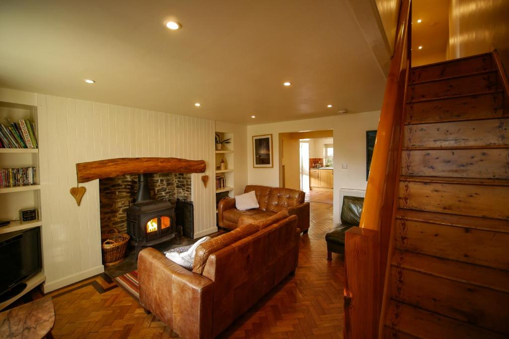 A seating area at Nant Cottage