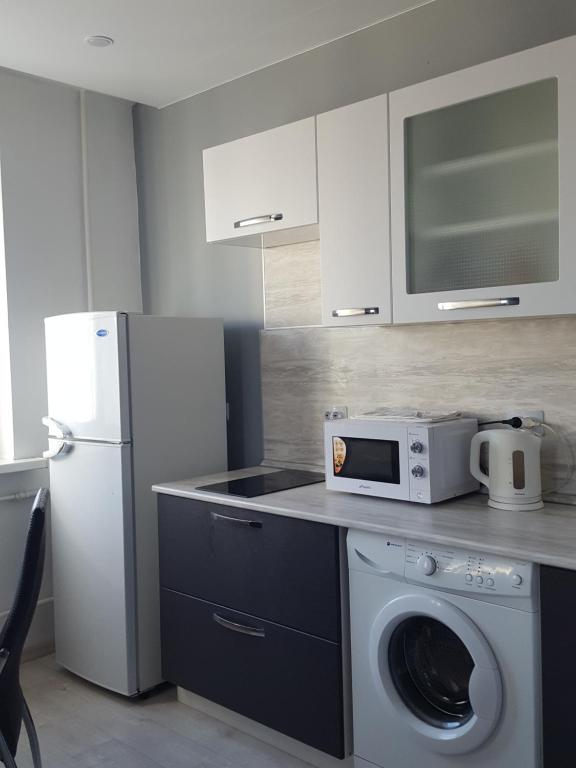 Кухня или мини-кухня в 1-komnatnaya, prospekt Okeanskiy 149