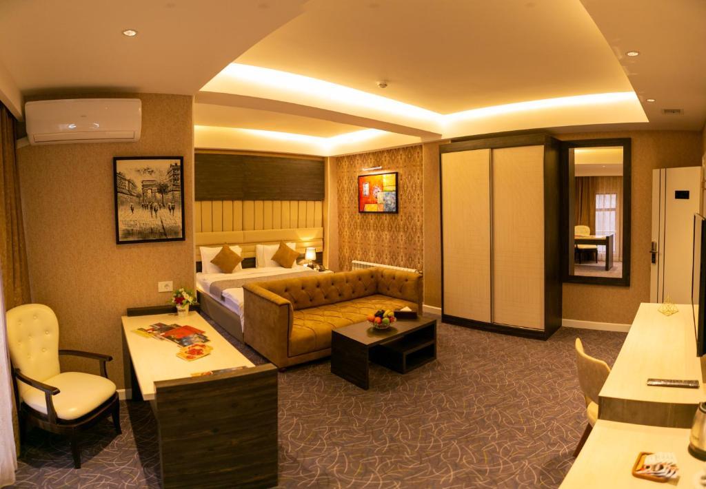 Uma área de estar em Parkway Inn Hotel & Spa
