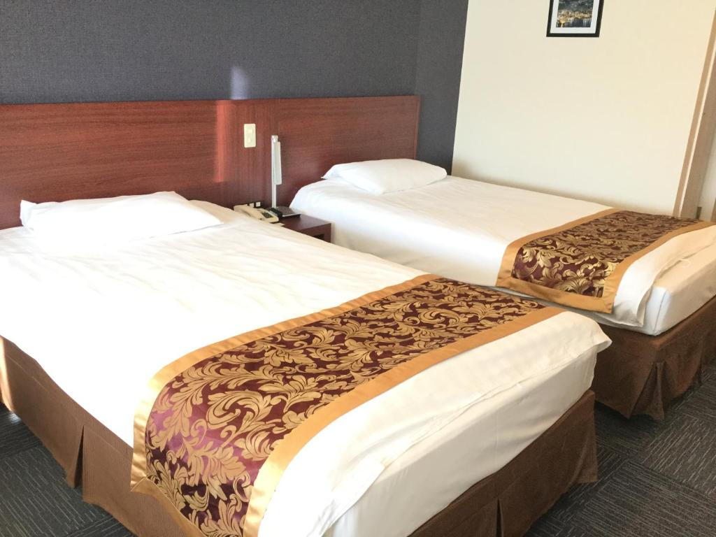 A bed or beds in a room at Hotel Marine World