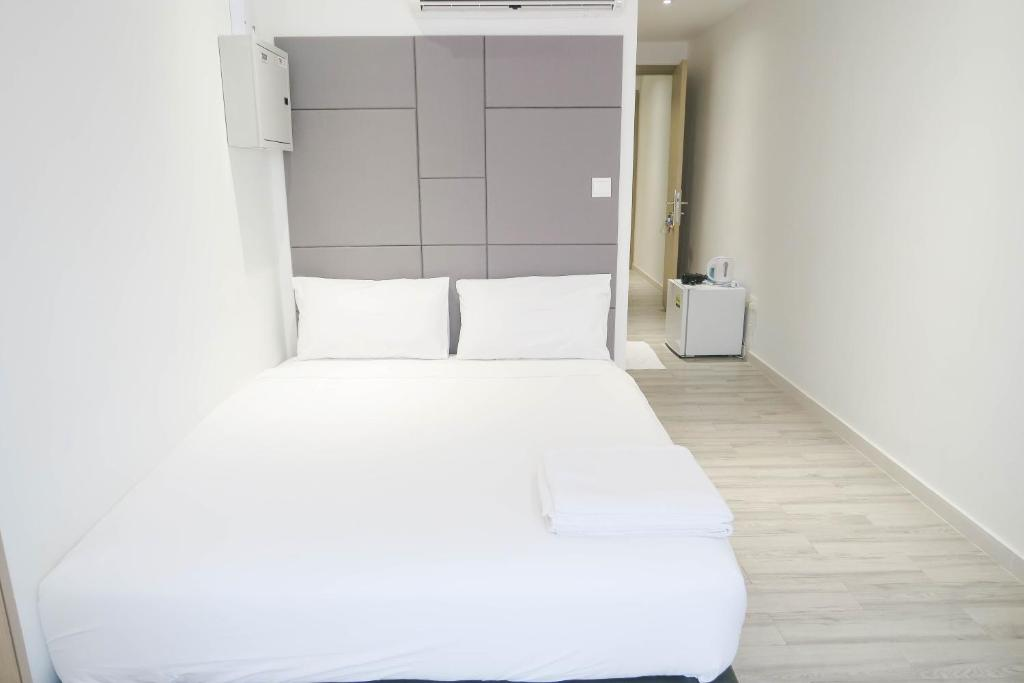 A bed or beds in a room at ReCharge Cozy Room Suite