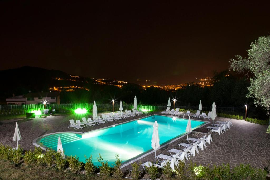 The swimming pool at or close to B&B Villa Setharè