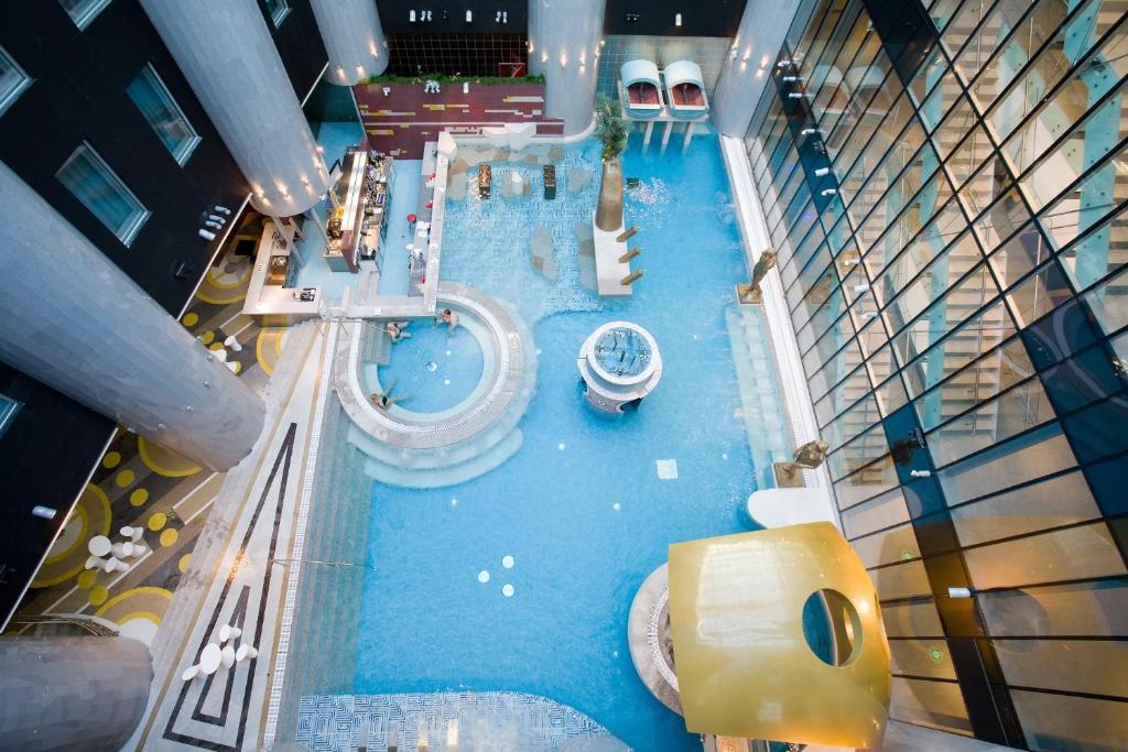 Vaade basseinile majutusasutuses Tallink Spa & Conference Hotel või selle lähedal
