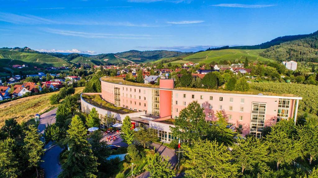 Blick auf Dorint Hotel Durbach/Schwarzwald aus der Vogelperspektive