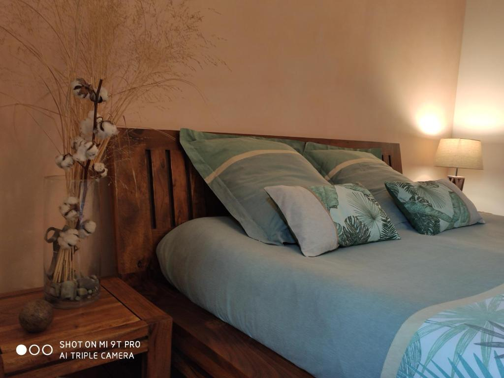 A bed or beds in a room at Les Prunelliers
