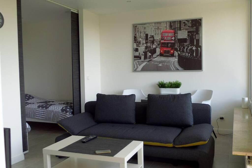 A seating area at Modernes Apartment Duisburg