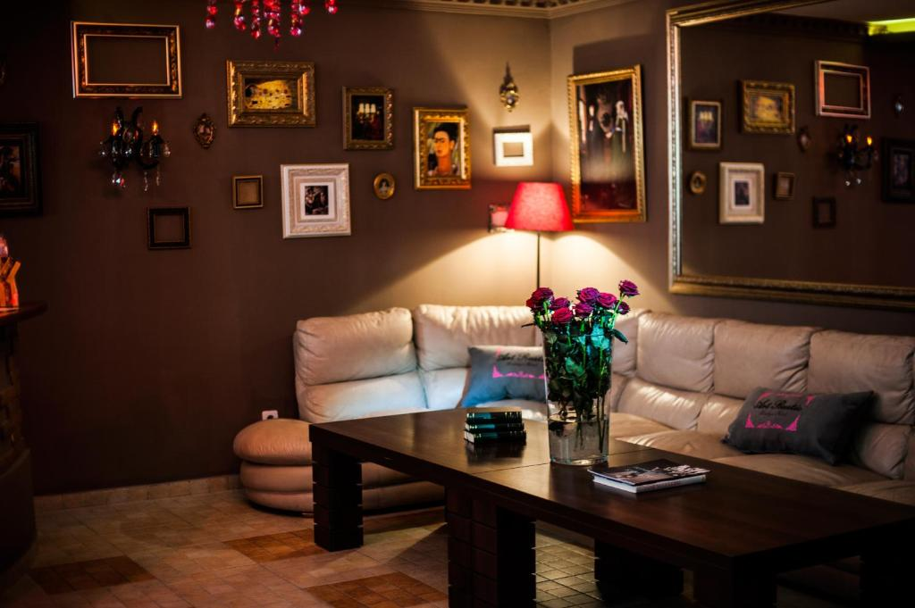A seating area at Art-Rustic Boutique Hotel