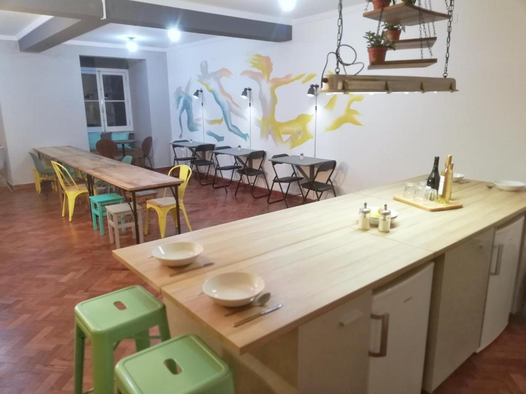 A restaurant or other place to eat at Draft Hostel & Rooms