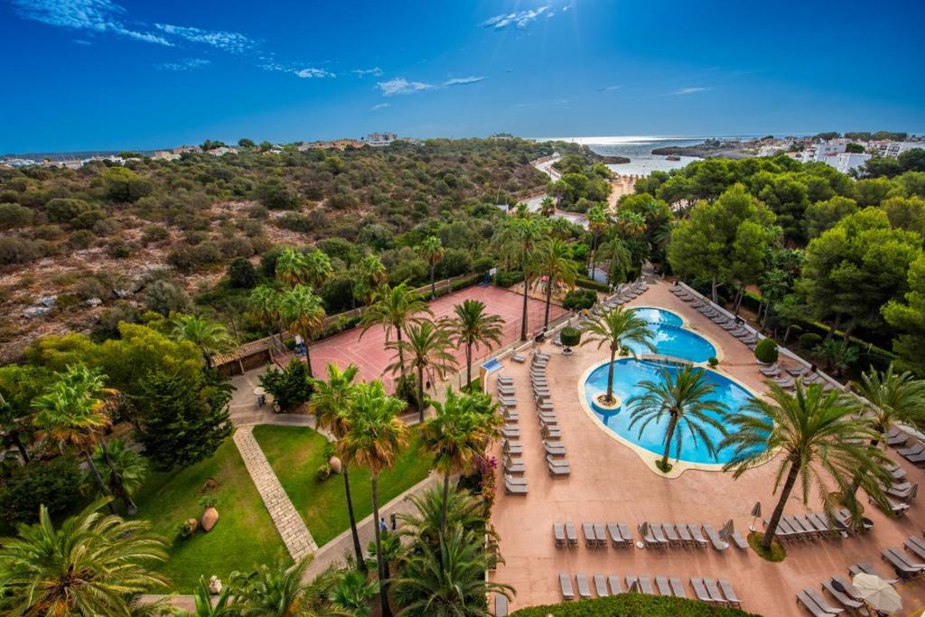 Uitzicht op het zwembad bij Hotel Club Cala Marsal of in de buurt
