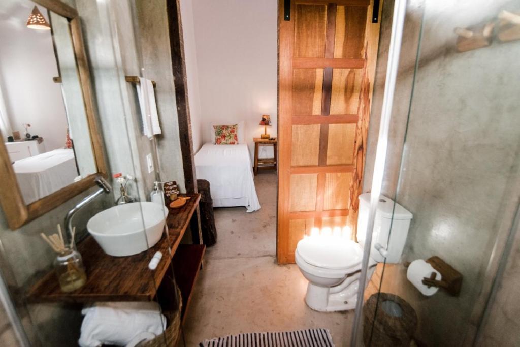 Um banheiro em Hostel e Pousada Casa de Paixão Caraíva