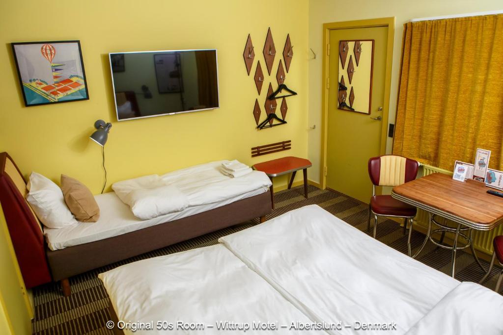 En eller flere senge i et værelse på Wittrup Motel