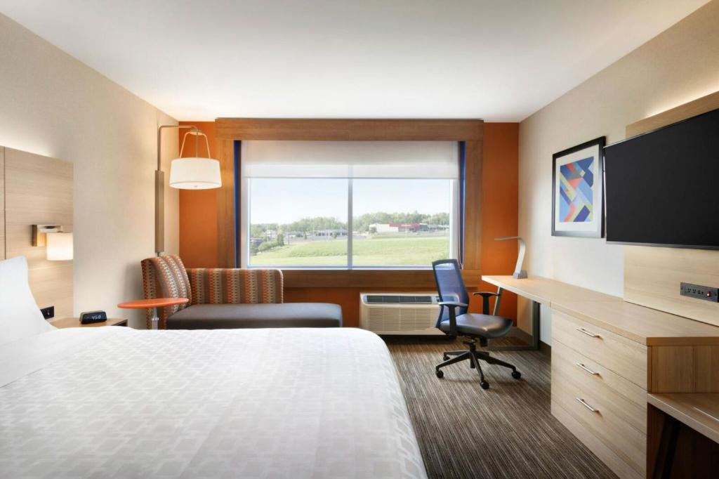 A room at the Holiday Inn Express Alliance.
