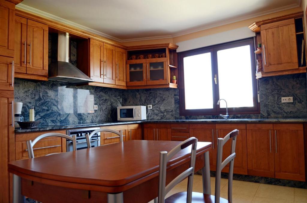 A kitchen or kitchenette at Apartamento Mari Carmen