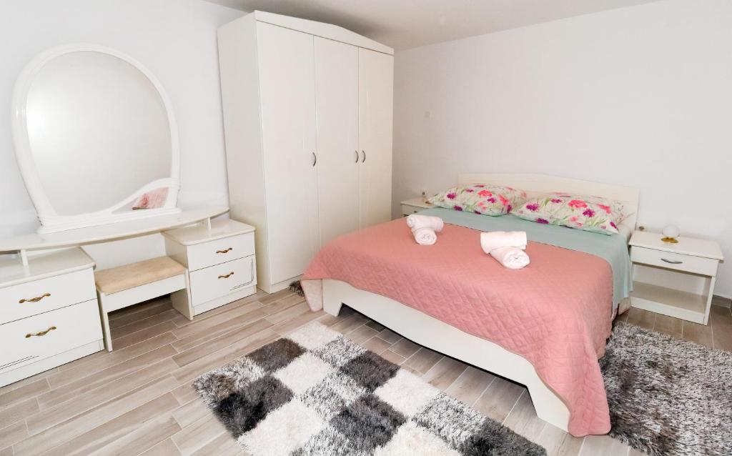 A bed or beds in a room at Apartment Nika