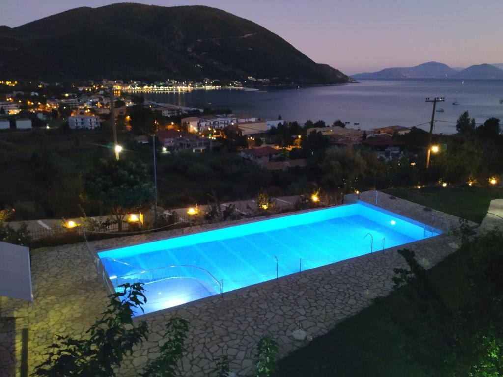 Vista sulla piscina di Katerina Lefkada o su una piscina nei dintorni