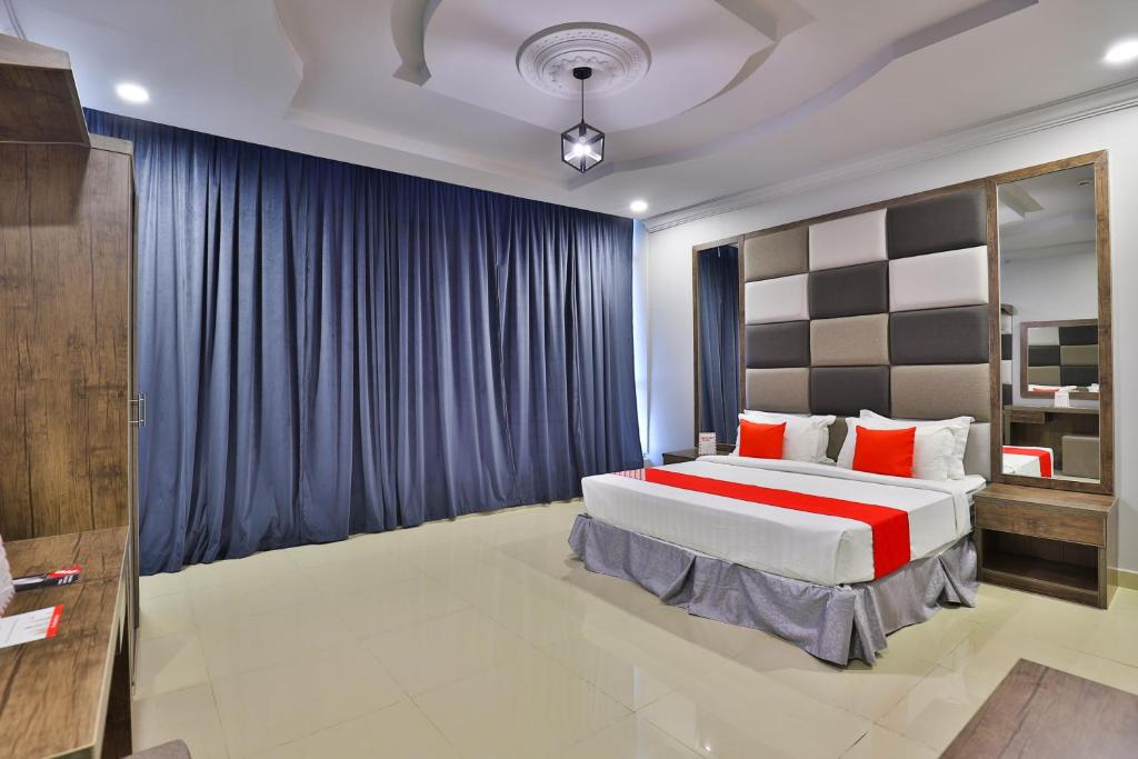 A bed or beds in a room at Al Taif Gate Hotel Suites
