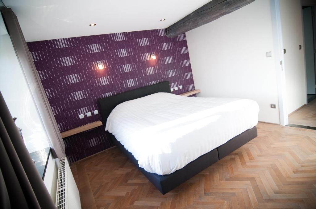 Een bed of bedden in een kamer bij Apartment De Maasnacht