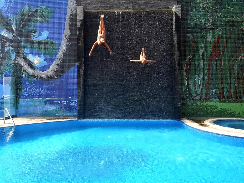 المسبح في فندق سويس-بل هوتيل سيف البحرين أو بالجوار
