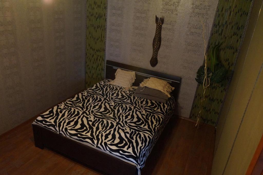 Кровать или кровати в номере Always at home - Apartments №2 at Klimasenko 11 block 7