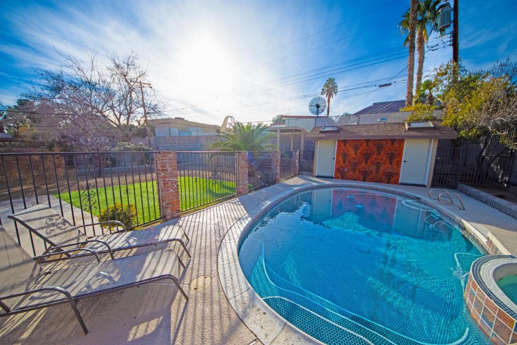 The swimming pool at or near Newer Ranch with Pool and Hot Tub near the Strip and Freemont street.