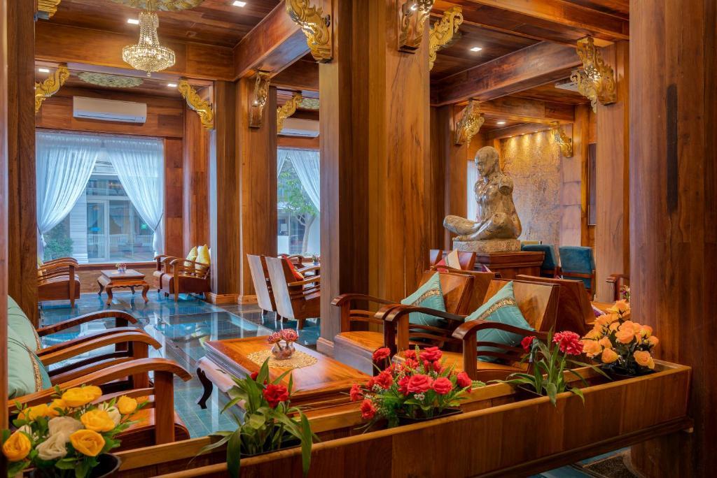 Ein Restaurant oder anderes Speiselokal in der Unterkunft Ta Prohm Hotel & Spa