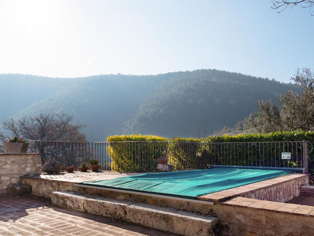 Sun-kissed Holiday Home in Itieli with Swimming Pool