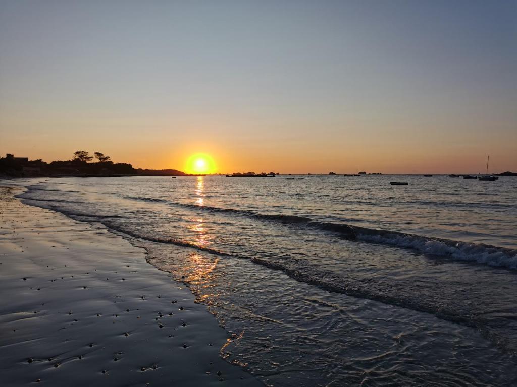 De zonsopgang of zonsondergang vanuit het vakantiehuis
