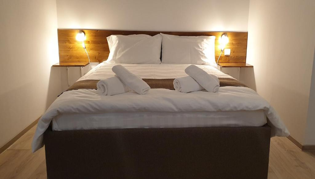 A bed or beds in a room at Confort INN