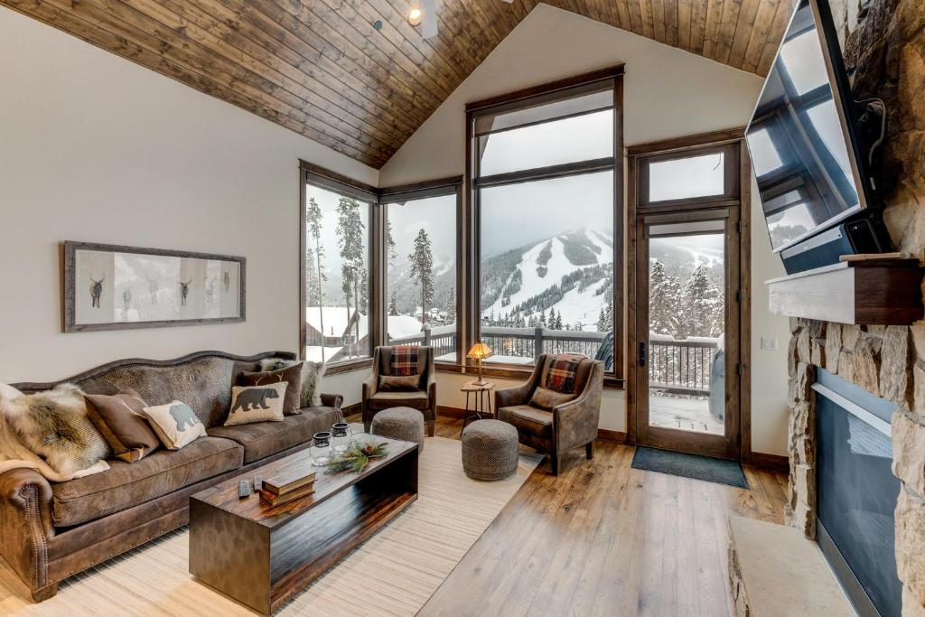 A seating area at New Luxury Villa #617 Next To Resort With Hot Tub & Great Views - FREE Activities & Equipment Rentals Daily