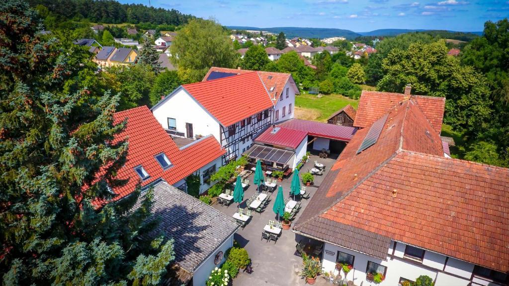 Blick auf Hotel- Landgasthof Baumhof-Tenne aus der Vogelperspektive