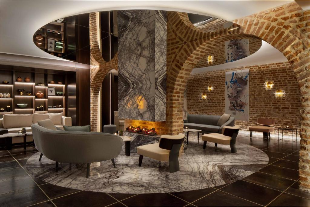 The lounge or bar area at JW Marriott Istanbul Bosphorus