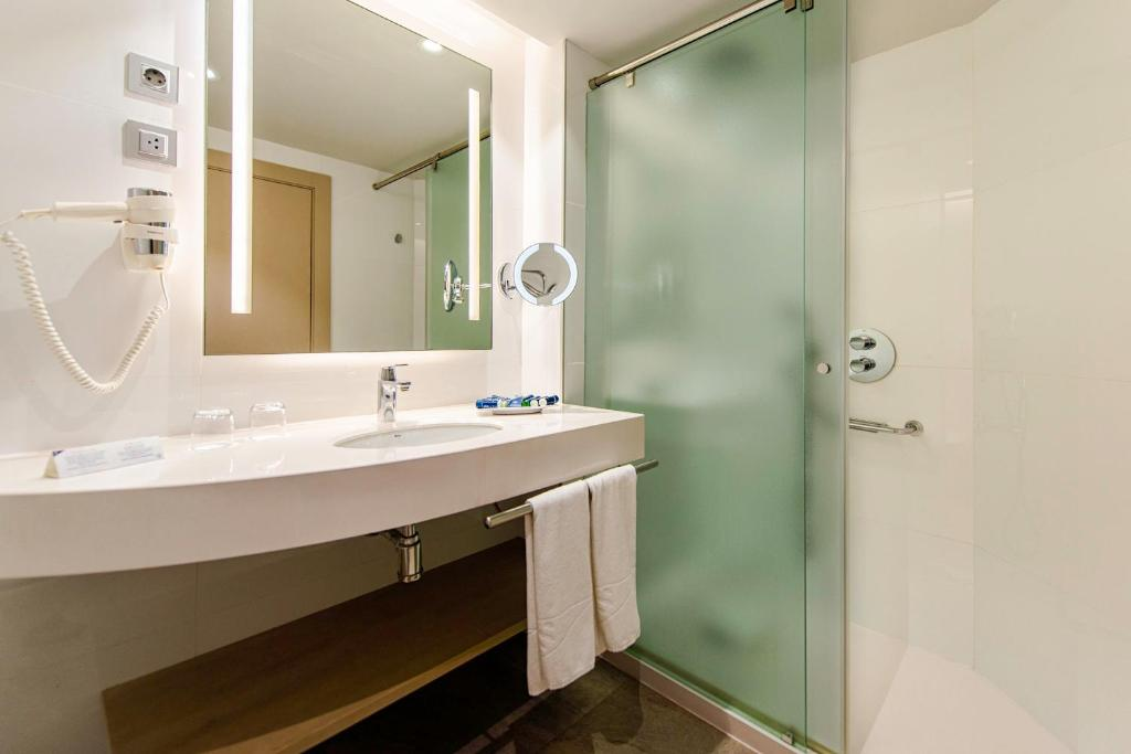 A bathroom at Spring Arona Gran Hotel - Adults Only